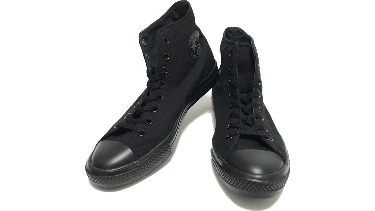 コンバースオールスターライトは靴紐をキツめに絞るとドレスライクになる